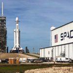 Το SpaceX ξεκίνησε με επιτυχία τον υπερβολικά βαρύ πυραύλο Falcon Heavy