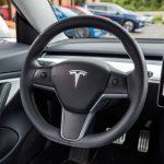 Ilon Mask a expliqué pourquoi vous aviez besoin d'une caméra au-dessus du rétroviseur de Tesla Modèle 3.