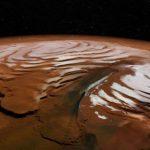 Під поверхнею північного полюса Марса виявлені величезні запаси водного льоду