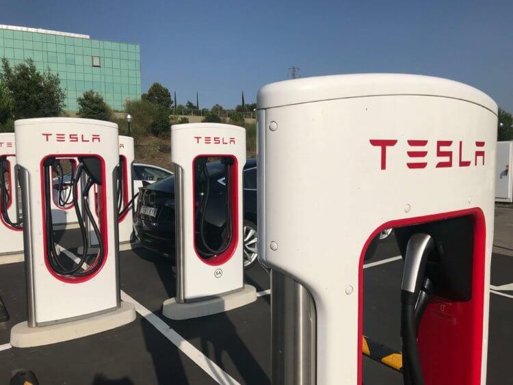 How to charge Tesla?