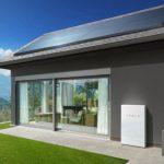 A Tesla napelemeket havonta 50 dollárért lehet bérelni. De nem minden olyan simán