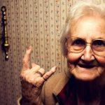 Жінки живуть довше за чоловіків